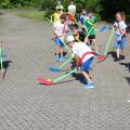 Schüler beim Hockey spielen